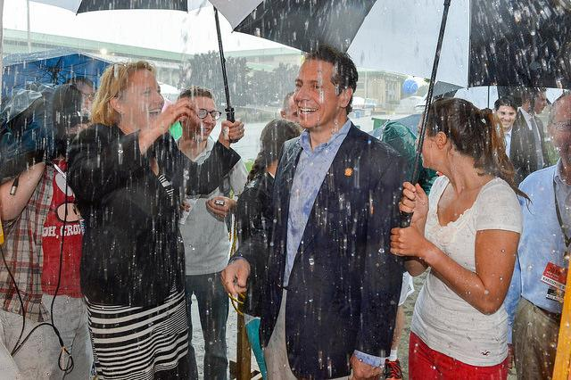Gov Cuomo, flanked by his daughters and County Executive Joanie Mahoney, spent some time out in the rain just like other fairgoers this morning