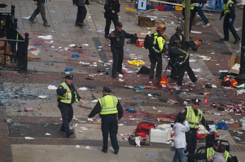 http://upload.wikimedia.org/wikipedia/commons/b/b4/Boston_Marathon_explosions_%288652971845%29.jpg