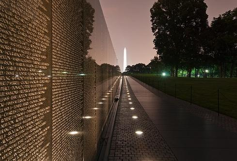 essay vietnam veterans memorial The vietnam war memorial on the national mall in washington, dc, stands out from the structures surrounding it, but not because it stands out this monument is not very monumental at all while the world war ii memorial lies in the center of the mall, with complex fountains and wreathed pillars representing the fifty states.