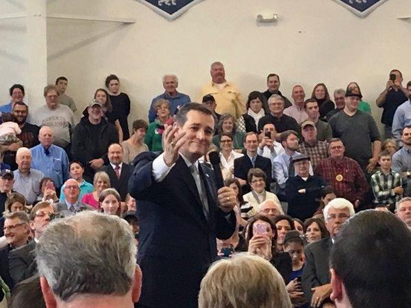 Ted Cruz addresses the crowd in Scotia.
