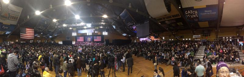 A panoramic shot of the Bernie Sanders rally.