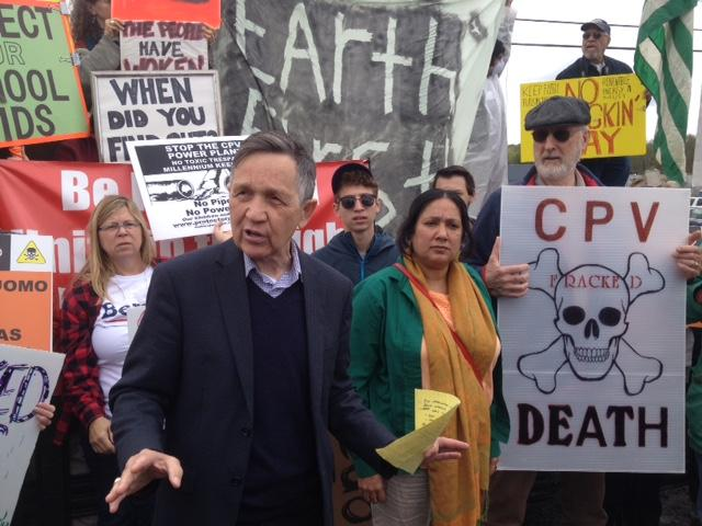 Dennis Kucinich at a CPV protest in May 2016, Pramilla Malick on the right