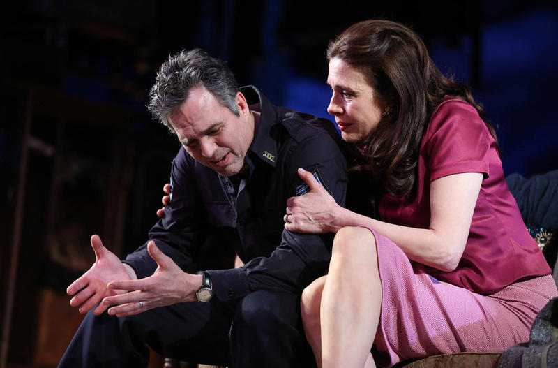 Mark Ruffalo and Jessica Hecht in The Roundabout Theatre Company revival of 'The Price'