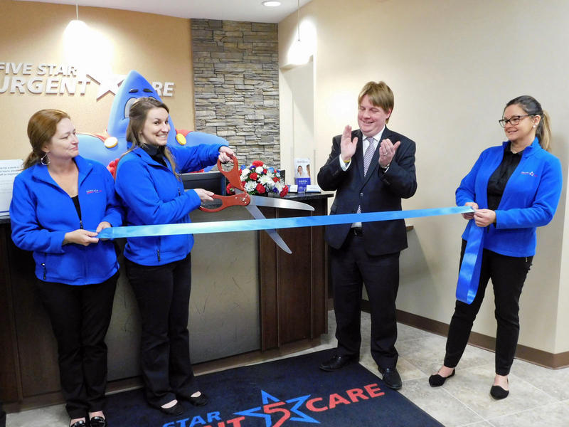 Five Star Urgent Care ribbon cutting