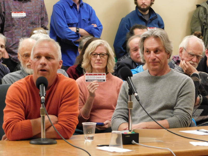 Alan Matson (left in orange shirt), chair of Keep Burlington Telecom Local Coop and Eliot Noss (right in grey shirt) CEO of Tucows/Ting testify before Burlington City Council