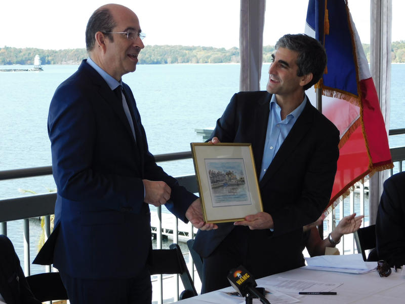 Honfleur Mayor Michel Lamarre presents gift to Burlington Mayor Miro Weinberger