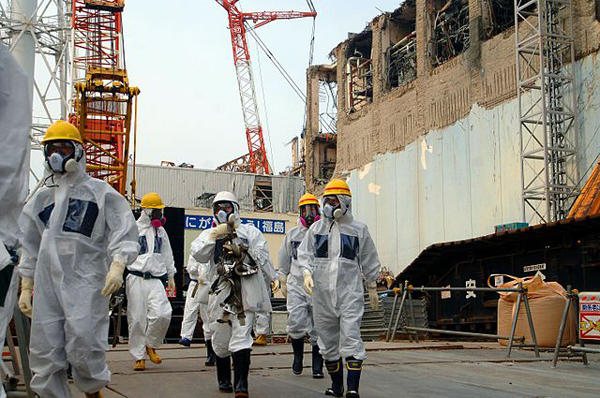 IAEA experts depart Unit 4 of TEPCO's Fukushima Daiichi Nuclear Power Station on 17 April 2013 as part of a mission to review Japan's plans to decommission the facility.