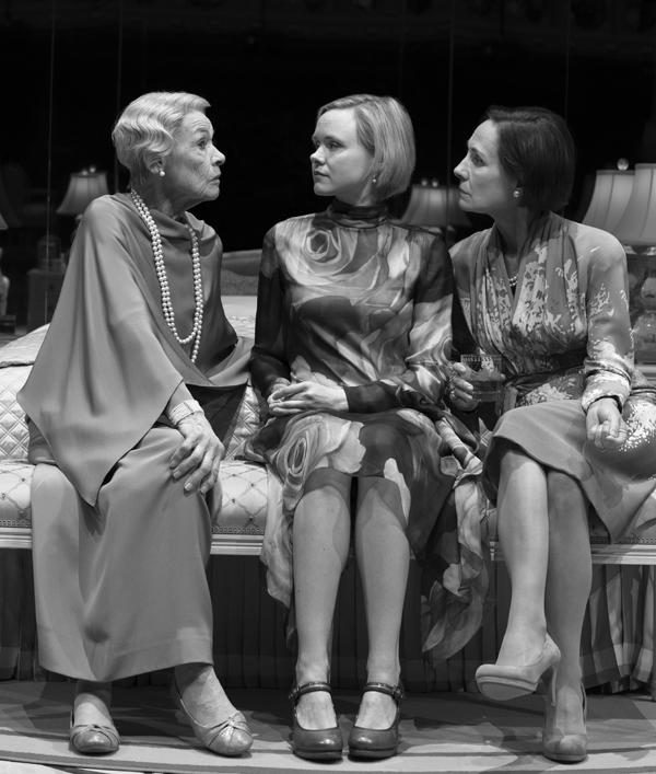 Glenda Jackson, Alison Pill and Laurie Metcalf in Three Tall Women