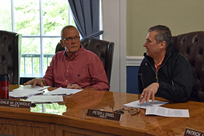 Councilors Dale Dowdle (left) and Peter Ensel pose questions during workshop on Plattsburgh city charter