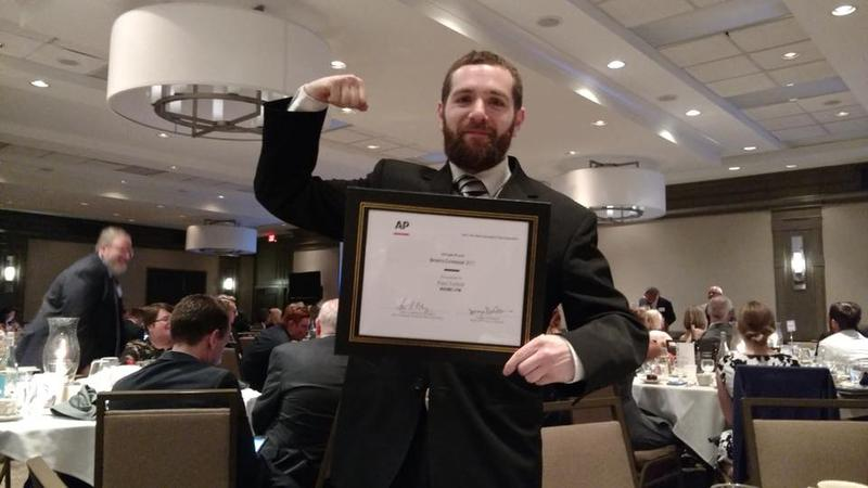 WAMC News Director Ian Pickus flexes during Saturday's NYS AP Awards ceremony