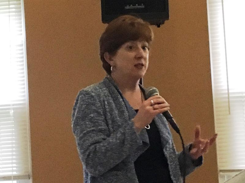 Albany Mayor Kathy Sheehan addresses residents at Ezra Prentice Homes (May 31, 2018)
