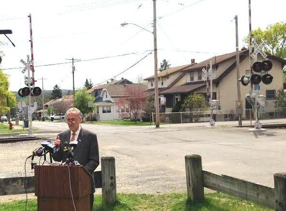 Sen. Schumer in Menands, NY (May 2015)