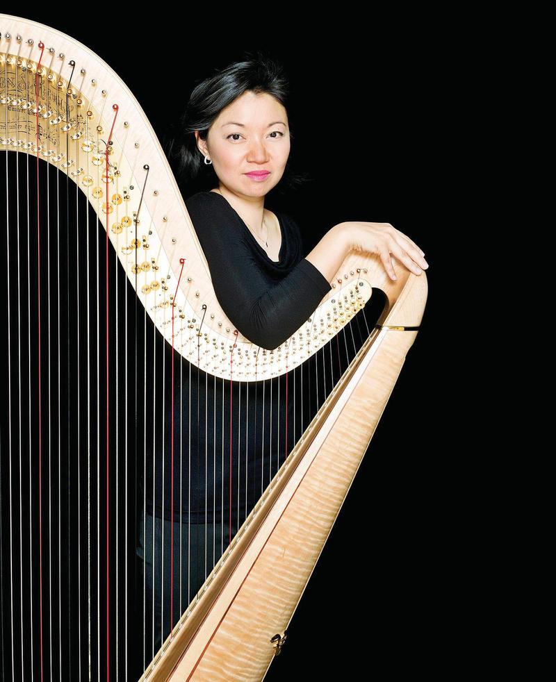Jessica Zhou with a harp