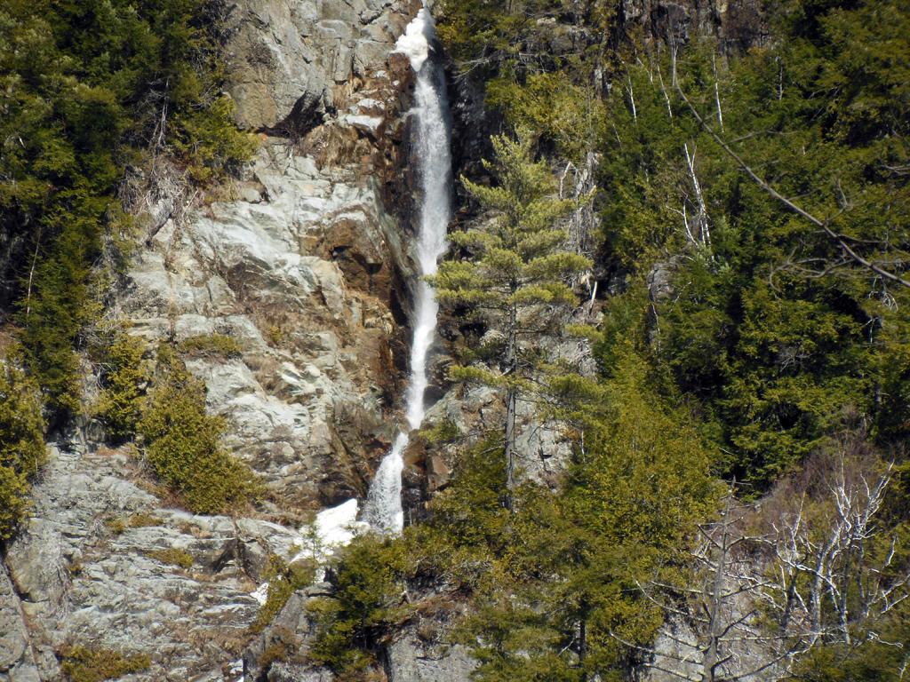 Boy Killed By Falling Boulder At New York Waterfall ...