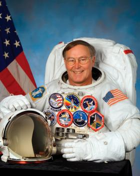 Purdue alumnus astronaut Jerry Ross has donated his personal papers and other materials to the university's Barron Hilton Archives for Flight and Space Exploration.