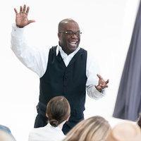 Motivational speaker Simon Bailey, Bennett High School graduate returns to Buffalo.