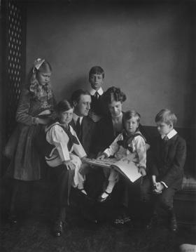 "This June 12, 1919 photo provided by PBS shows Franklin and Eleanor Roosevelt with their children in Washington. The seven-part Ken Burns' documentary, ""The Roosevelts: An Intimate History,"" premiers on PBS and WNED September 14th."