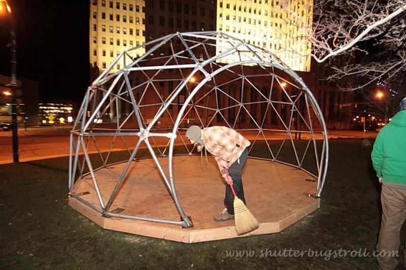 Building of the geodesic dome in Niagara Square