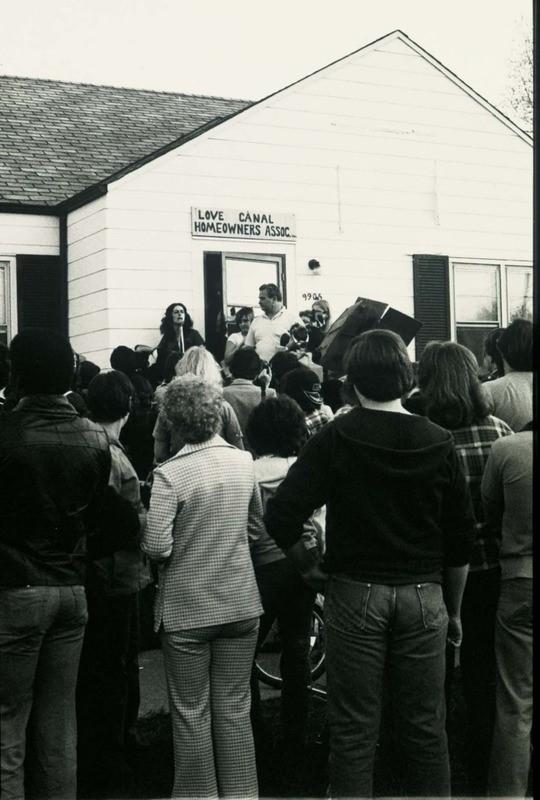 Lois Gibbs speaking to Love Canal homeowners in May 1980, after the Environmental Protection Agency announced it had found evidence of chromosome damage in neighborhood residents.