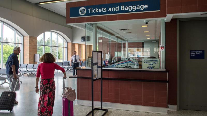 Passengers ,ake their way to the train in Niagara Falls
