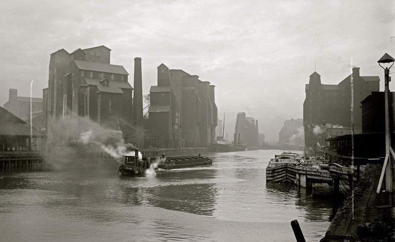 The Buffalo River around 1900, lined by grain elevators of the design pioneered by Joseph Dart and Robert Dunbar in 1843.