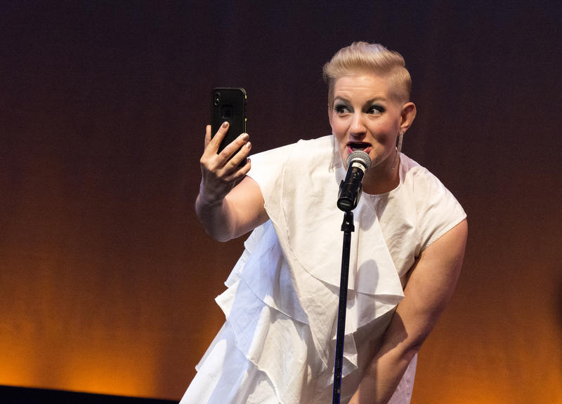 Arties Co-Host Amy Jakiel grabs a selfie