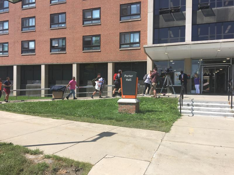Buff State freshmen moving in at Porter Hall.