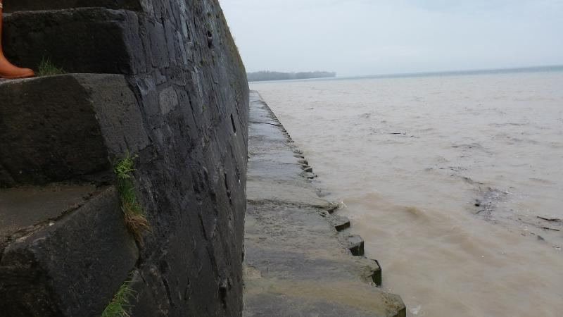 Old Fort Niagara / Water approaches the edge of a seawall