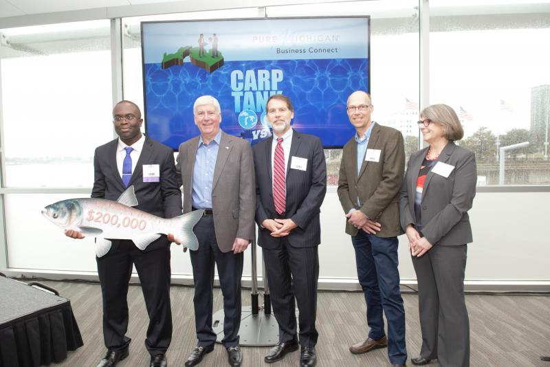Left to right: Carp Tank winner Edem Tsikata with Gov. Rick Snyder, David Lodge, Jeff DeBoer and Dr. Denice Shaw.