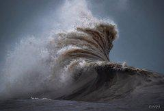 Big wave on Lake Erie
