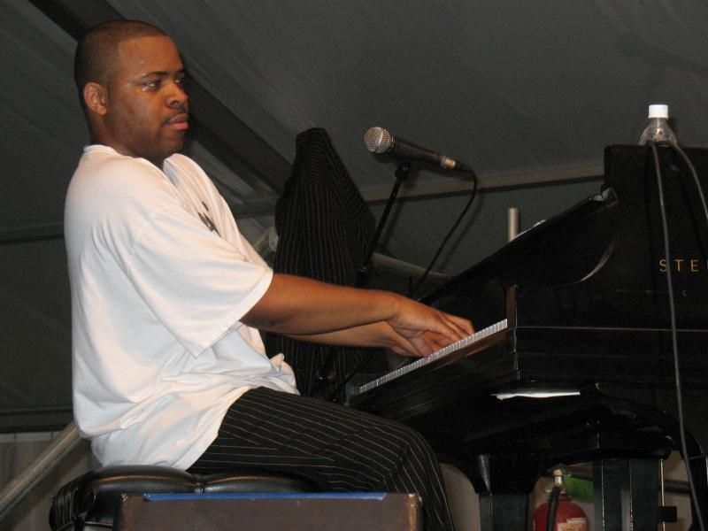 Singer and Pianist Davell Crawford