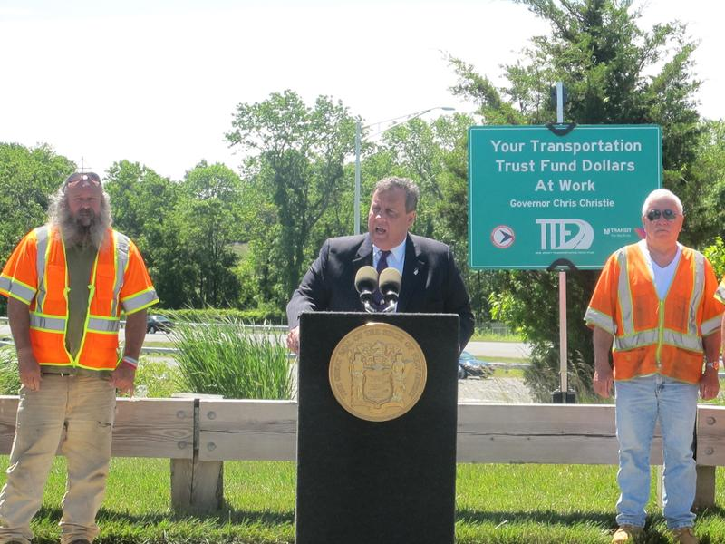 Governor Christie visits the project site on I-95.