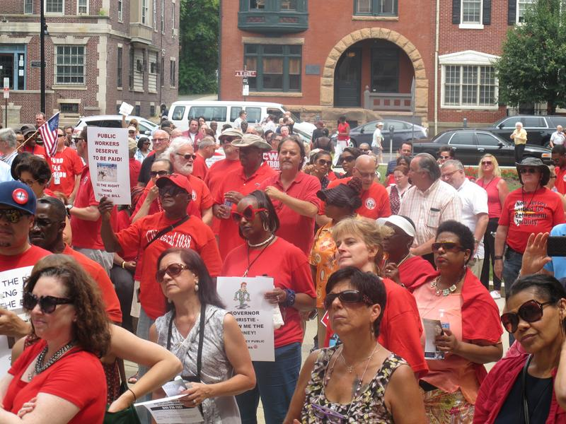 State workers rally outside NJ Statehouse to urge enactment of the measure.