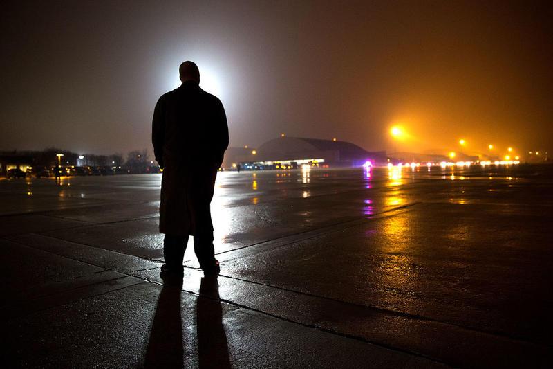 A US Secret Servie Agent waiting on the tarmac