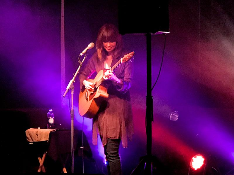 Sarah McQuaid onstage at Evesham Arts Centre, Thursday 27 July 2017.