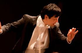 Jung-Ho Pak conducts