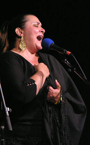 Ana Vinagre singing fado