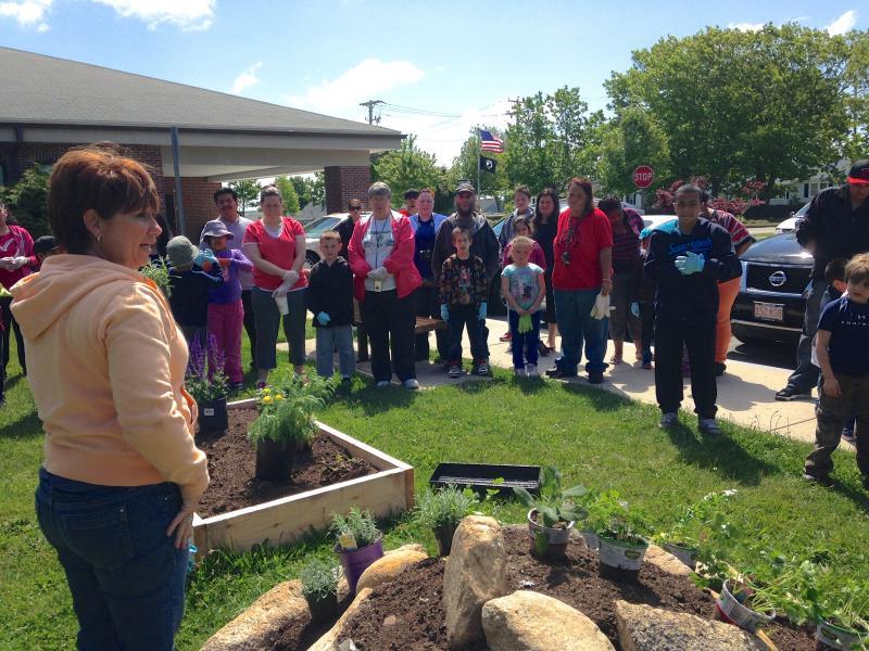 Hanigan 1st-grade teacher Kathy Frazee with kids