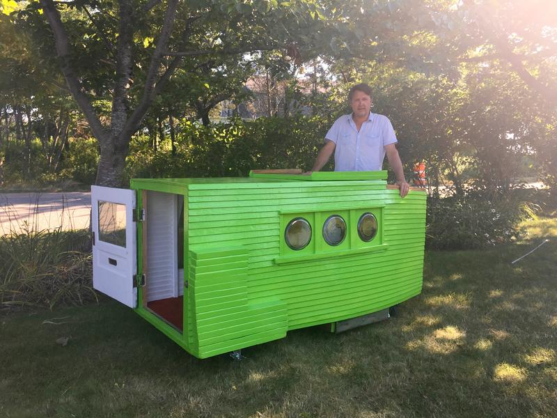 "Jeff Smith and his ""Smallest House in the World"""