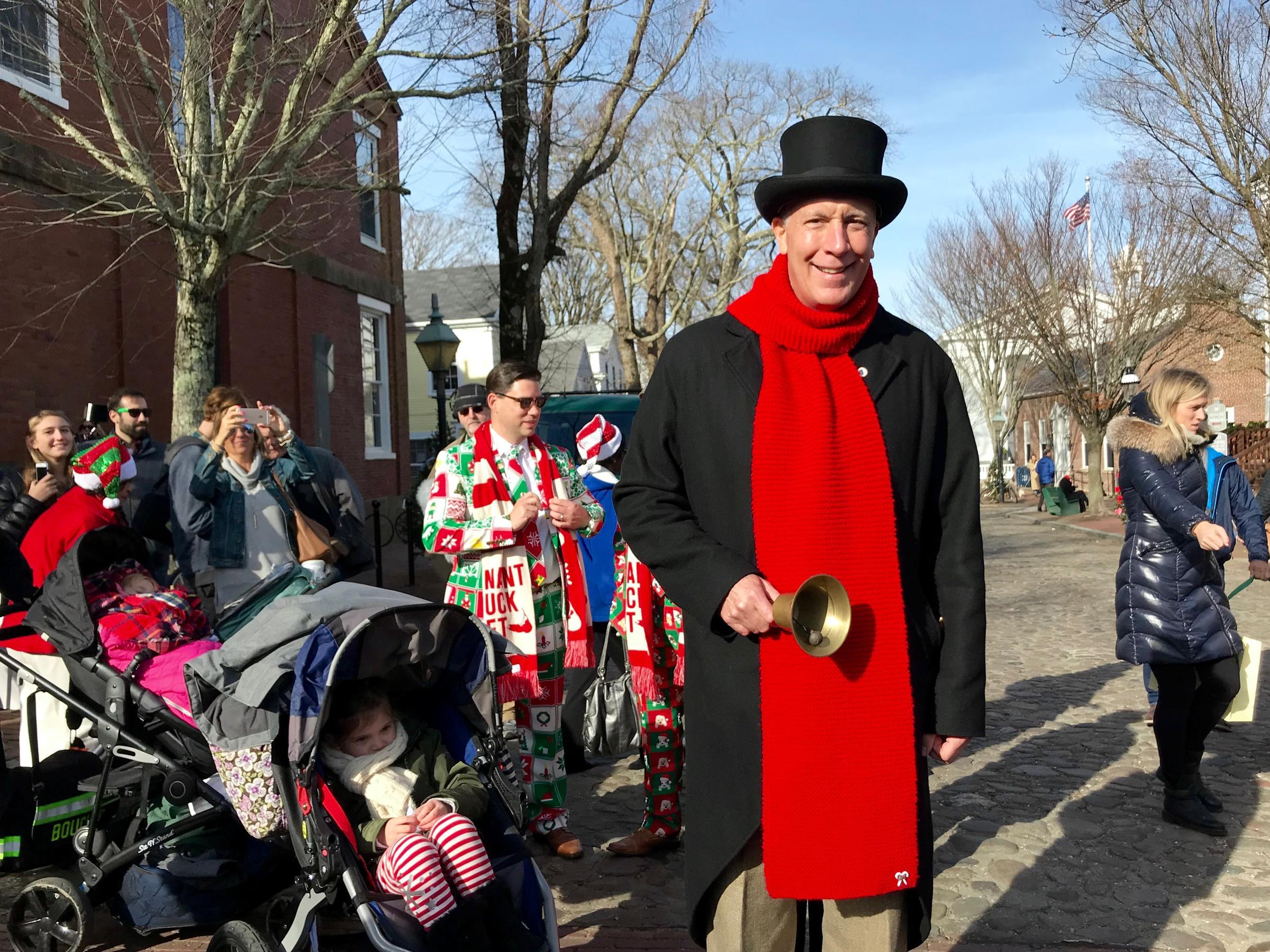 nantucket town crier eric goddard arrives to kick off christmas stroll 2017