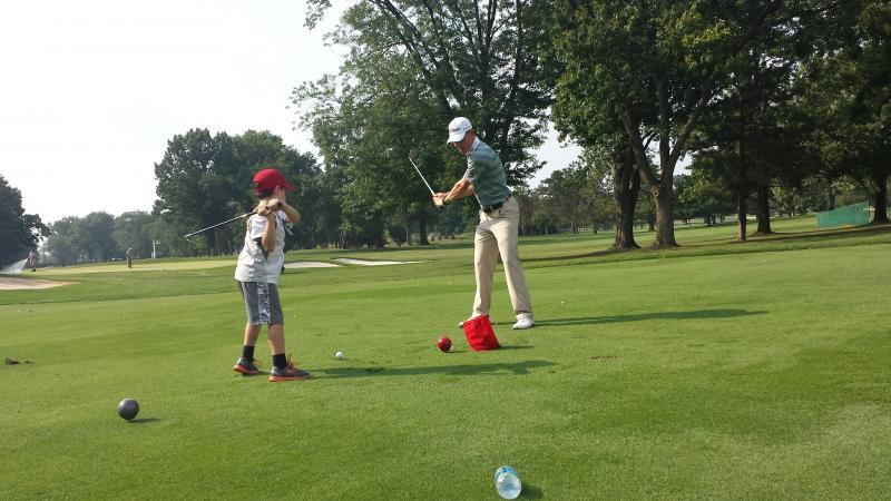 Golfer Peter Malnati works with Evan as part of Pros fore Patients program