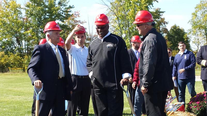 Hilliard Mayor Don Schonhardt (left) and Bo Jackson prepare to break ground on new center