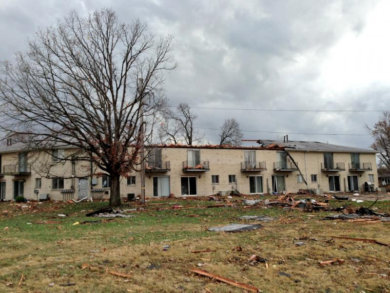 Roof torn off apartment complex in Pekin