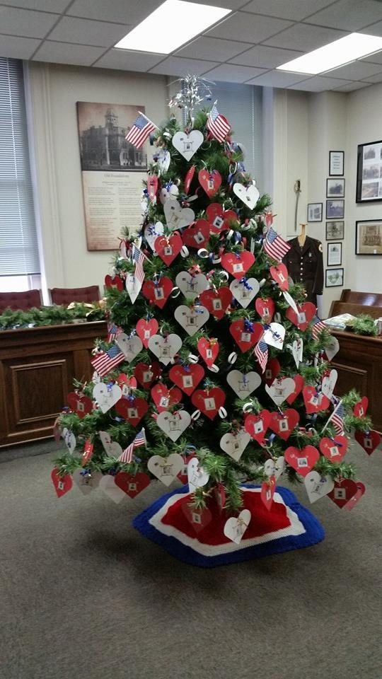 Christmas Decorations During Ww2 : Wwii veterans represented on effingham christmas tree