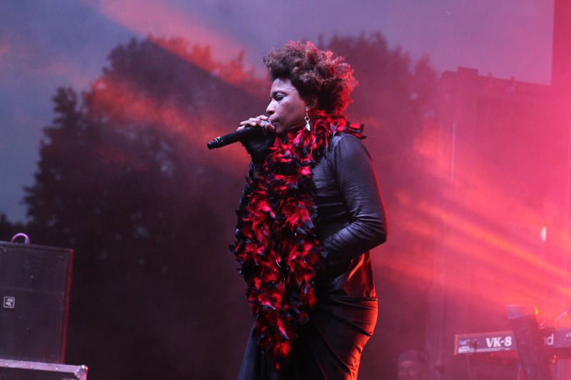 Macy Gray performing on the Contemporary Stage at AJF