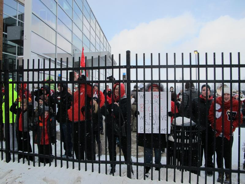Ohio State fans wait outside the fence around the practice facility for the team to head to their buses.