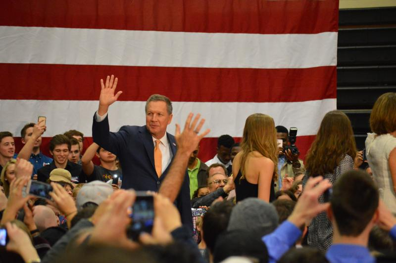 Kasich greets his hometown crowd