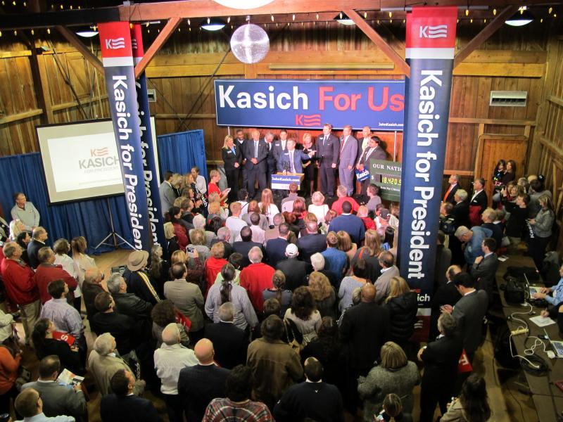 Ohio Republican Party Chair Matt Borges (at podium) kicks off a rally for John Kasich's presidential campaign in October 2015.