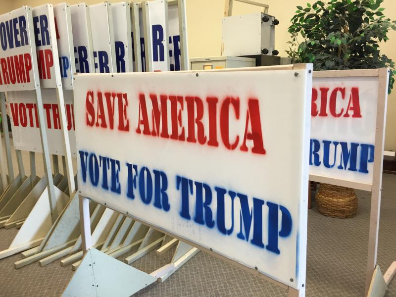Handmade signs for Donald Trump were spotted in the Mahoning Valley.