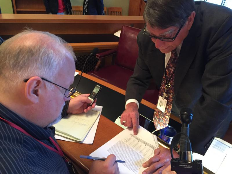 Sen. Bill Seitz (R-Cincinnati) explains some specifics of energy policy to reporters.